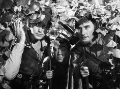 Still of Errol Flynn, Patric Knowles and Herbert Mundin in The Adventures of Robin Hood