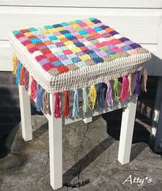 Crochet Stool Cover by Atty van Norel