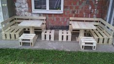 This sensational DIY porch sofa set is a super creative remake of pallets and comes with two sectional L-shape sofas, 4 mini cushioned seats like ottomans and Cheap Renovations, Home Remodeling, Pallet Furniture, Outdoor Furniture Sets, Outdoor Decor, Furniture Ads, Pallet Porch, Diy Pallet, Pallet Ideas
