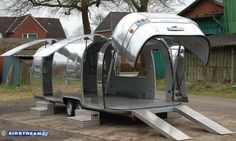 Airstream clam shell opening