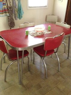 We had this. I remember sticking to the seats when wearing shorts. Our local fish and chip shop has only these. It's fun to sit at these tables again.