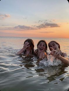 Foto Best Friend, Best Friend Photos, Best Friends, Friend Pics, Summer Pictures, Beach Pictures, Summer Feeling, Summer Vibes, Shotting Photo
