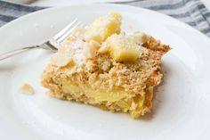 Deze gebakken ananas havermout is een soort Pina Colada ontbijt. Gezond, uiteraard. Lekker, joh! De verse warme ananas, gecombineerd met kokos en haver!