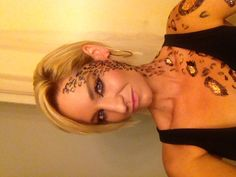 Cheetah Makeup for Halloween, I like the one-sidedness of this one. Cute Halloween Costumes, Cool Costumes, Halloween Make Up, Halloween Ideas, Costume Ideas, Cheetah Makeup, Fox Makeup, Hair Makeup, Homemade Costumes