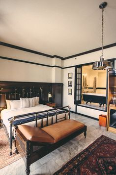 Click to book a room at the Chicago Athletic Association Hotel. | Photo Credit: You Broke The Internet