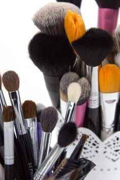 If your makeup doesn't look quite as polished as you'd like, I bet it's your brushes. Good makeup brushes can truly make all the difference in achieving a blended, airbrushed, professional look. Makeup brushes are one investment worth making and if you care for them properly, they will last you through many happy years of makeup! These are the essential brushes you need for a great basic brush kit.