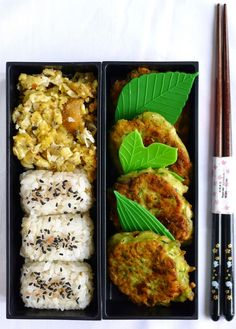 Zucchini fritters with feta, onigiri with furikake and scrambled omelet . Bento Recipes, Veggie Recipes, Asian Recipes, Vegetarian Recipes, Cooking Recipes, Healthy Recipes, Veggie Food, Cooking Tips, Food Porn