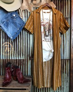 """""""Wild as the West Texas Wind"""" Chasin' waspy ones ~ that's our kind of grahpic! The rocker tee fit is looser like a unisex fit, but with… Western Chic, Western Wear, Country Outfits, Fall Outfits, Cute Outfits, Savannah Sevens, Gypsy Style, My Style, Cowgirl Outfits"""