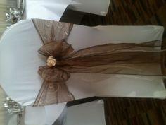 Dark mocha with ivory swirl and ivory rose
