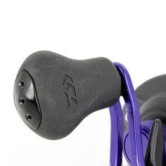 """Daiwa ProRex 200 HA Baitcast:  Exzellente Baitcastrolle für eine perfekte Köderkontrolle & -präsentation und Gewinner der European Fioshing Tackle Trade Association 2016 Kategorie """"Beste Multirolle""""! Technische Daten: 225g Eigengewicht / 5 Kugellager / 6,3:1 Übersetzung / 0,32mm/180m Schnurfassung / 71cm Schnureinzug / 5kg Bremskraft Ergonomic Mouse, Computer Mouse, Ball Storage, Gears, Pc Mouse, Mice"""