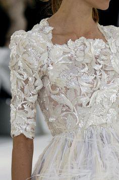 Embellished lace bodice of white Chanel couture dress Chanel Couture, Ohh Couture, Style Haute Couture, Couture Details, Fashion Details, Couture Fashion, Fashion Design, Couture Bridal, Spring Couture