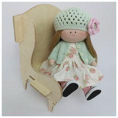 W sklepie pojawiły się mebel dla  moich lalek. Meble oczywiście pasują do innych lalek, które mają  od 30 cm do 45 cm wzrostu. Dokładne wymiary mebli podane są w sklepie. Fabric Dolls, Etsy Handmade, Little Girls, Kids Room, Great Gifts, Crochet Hats, Vintage, Knitting Hats, Toddler Girls