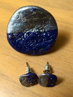 Conjunto sortija y pendientes en azul y plata con textura y barniz