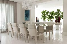 Luz natural e espaço de sobra. Veja: http://www.casadevalentina.com.br/projetos/detalhes/espacos-de-sobra-662 #decor #decoracao #interior #design #casa #home #house #idea #ideia #detalhes #details #style #estilo #casadevalentina #diningroom #saladejantar
