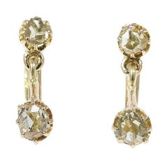Romance and authenticity! These Victorian dangle earrings in 18K yellow gold set with four rose cut diamonds. Made around 1880 in excellent