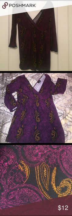 Paisley patterned v neck top NWOT. The top has a v neck on the front and back. 3/4 length sleeves. Mossimo Supply Co Tops Blouses
