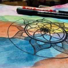 Mandala sobre acuarela  #Mandala #Microfibra #Acuarela #WaterColor #Edding