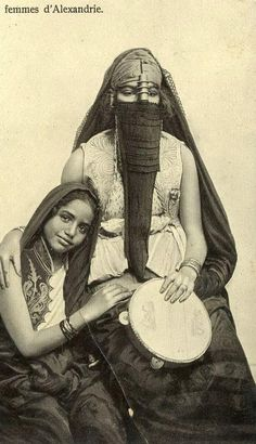 An Egyptian and her daughter. Women from Alexandria, early 20th century.