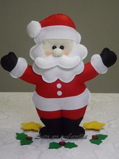 Boneco papai noel confeccionado em feltro com enchimento. <br>Linda opção de presente ou de decoração para o Natal. Felt Christmas Decorations, Felt Christmas Ornaments, Christmas Art, Christmas Projects, Christmas Patterns, Santa Crafts, Felt Crafts, Holiday Crafts, Diy And Crafts