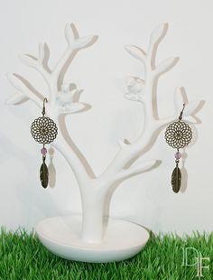 Boucles d'oreilles dreamcatcher attrape rêve couleur rose. Dreamcatcher earrings. http://divine-et-feminine.com/fr/boucles-d-oreilles/15-boucles-d-oreilles-attrape-reves-dreamcatcher.html