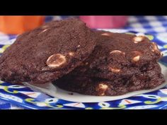 This rich and buttery tasting Chocolate Cookie combines the subtle flavor of Dutch-processed cocoa powder with sweet white chocolate chips. With Demo Video White Chocolate Chip Cookies, Chocolate Cookie Recipes, My Recipes, Baking Recipes, Homemade Ice Cream Sandwiches, Perfect Cookie, How To Make Chocolate, No Bake Cookies, No Cook Meals