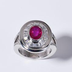 Ring in 18kt Weissgold mit einem Rubin #ruby #gold #unique #exquisite #diamonds #djassemi #design #style