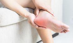 BEHANDLING: Personer med kroniske hælsmerter har lenge blitt ignorert av helsevesenet som ikke hadde et skikkelig tilbud til dem. Men nå kan også disse bli kvitt plagene for godt. Foto: Shutterstock / NTB Scanpix Emotional Meaning, Spiritual Meaning, What Is Plantar Fasciitis, Plantar Fasciitis Symptoms, Heel Pain, Foot Pain, Podiatry, Royal Jelly, Home Remedies