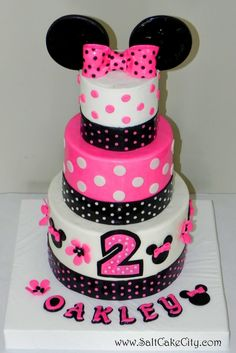 Minnie Mouse Cake - I like the middle layer: dark pink with white dots Minnie Cake, Mickey Cakes, Pink Minnie, Minnie Mouse Party, 2 Birthday Cake, Kylie Birthday, Minnie Birthday, Birthday Ideas, Birthday Parties