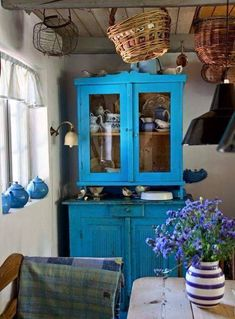 A Place in the Country Cozy Cottage, Cottage Style, French Style Homes, Scandinavian Interior, Country Chic, Country Kitchen, Vintage Kitchen, Vintage Farm, Renting A House
