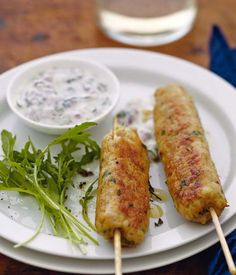 Spicy turkey keftas, mint yogurt sauce inexpensive recipe – French Cuisine and Wines – Turkish Ramadan recipes Meat Recipes, Paleo Recipes, Cooking Recipes, Yogurt Recipes, Tapas, Mint Yogurt Sauce, Mint Sauce, Ramadan Recipes, Middle Eastern Recipes
