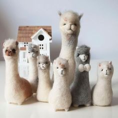 Just booked onto the ultimate alpaca filled craft day Making alpacas made from alpaca fleece on an alpaca farm with afternoon tea It doesnt get much better than that Alpacas, Wet Felting, Needle Felted Animals, Felt Animals, Diy Laine, Felt Crafts, Kids Crafts, Clay Crafts, Felt Fox