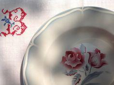 """Digoin Sarregumines Belle Époque plate """"Alesia"""" design"""