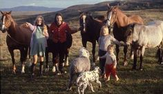 Paul and Linda McCartney with their daughters, Heather and Mary, & their pets, Martha and Lucky, on their High Park Farm on the Mull of Kintyre. Linda was heavily pregnant with the. Paul Mccartney And Wings, James Mccartney, Mary Mccartney, Les Beatles, Beatles Radio, Sir Paul, The Fab Four, Music Magazines, Him Band