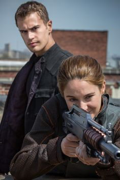 Shailene Woodley & Theo James: New 'Divergent' Stills!: Photo Check out Shailene Woodley and Theo James in these brand new images from their upcoming flick Divergent! Also featured in stills from the highly anticipated movie… Divergent Tris, Divergent Movie Stills, Tris Y Tobias, Divergent 2014, Watch Divergent, Four From Divergent, Veronica Roth, Shailene Woodley, Theo James
