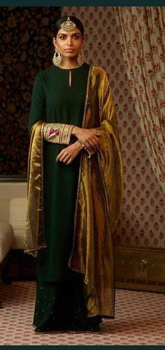 Bottle green cotton matka kurta with a silk matka sharara and tissue Odhna. Embellished with hand painted zardosi borders. Uncut Diamond, rubies, emeralds and antique gold wedding set from the Sabyasachi heritage jewelry collection. Indian Suits, Indian Attire, Indian Ethnic Wear, Pakistani Dresses, Indian Dresses, Indian Clothes, Sabyasachi Suits, Plazzo Suits, Green Suit