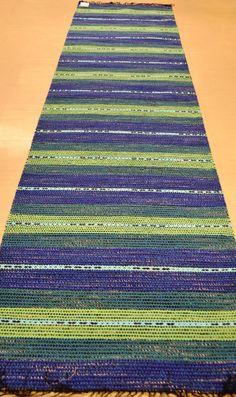 Soi maininki hiljainen Weaving Projects, Weaving Art, Weaving Patterns, Loom Weaving, Hand Weaving, Homemade Rugs, Fabric Rug, Braided Rugs, Geometric Rug