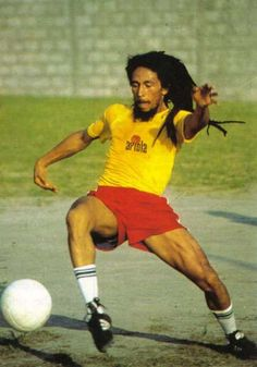 Bob Marley durante una partita de futebol en Rio de Janeiro, Brasil, March 1980