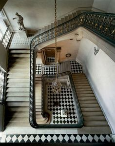 Photographer Robert Polidori captured this amazing aerial view of a Versailles stairwell. The piece — Questel Staircase, Chateau de Versailles, 1985 — is available via Grande Cage D'escalier, Gropius Bau, Chateau Versailles, Black And White Tiles, Black White, White Marble, White Gold, Take The Stairs, Stair Steps