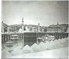 photos of Mecca and Medina on display in Subway Masjid Al Haram, Mekka, Beautiful Mosques, Islamic Wallpaper, Building An Empire, Islamic Pictures, Old Photos, Art History, Paris Skyline
