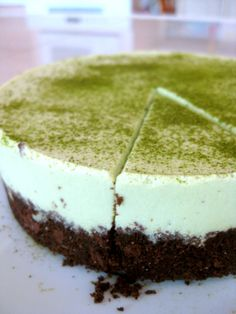 Green Tea Cheesecake-Craving to try this. Asian Desserts, Great Desserts, Green Tea Cheesecake, Green Tea Dessert, Matcha Cake, Green Tea Recipes, Different Cakes, Happy Foods, Food Crafts