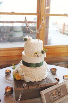 evergreen, colorado wedding // wedding cake // rustic