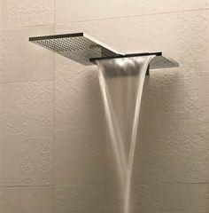 Fantini Series: Milano Design: Franco Sargiani Milano hat einen besonderen Charakter, eine Grafik, die das Badezimmer völlig über die Vorstellung des Modernen, des Futuristischen und noch darüber hinaus interpretiert. Milano Doppelkopfbrause Regen – und Schwalldusche.
