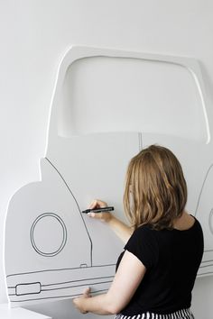 DIY: Car Photo Booth (Post sponsored by Volkswagen) - we love handmade Car Photo Booth nachmalen Cadre Photo Booth, Photo Frame Prop, Diy Photo Booth, Photo Booth Backdrop, 50s Theme Parties, 60s Party, Cars Birthday Parties, Grease Themed Parties, Lego Parties