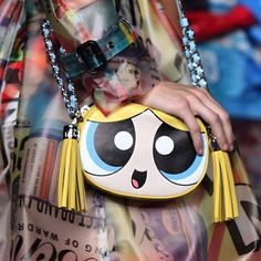 """brujos-malos: """" Some of the Powerpuff Girls looks from Moschino's collection """" Whoa, the new designs have more character here than I've seen on any of the art for the actual show. Fashion Bags, Fashion Handbags, Fashion Accessories, Ck Fashion, Fashion Design, Cartoon Network Powerpuff Girls, Novelty Bags, Quirky Fashion, Girls Bags"""