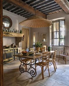 French Riviera Style, French Country Style, French Country Decorating, Kitchen Furniture, Kitchen Decor, Provence Kitchen, Interior Decorating, Interior Design, Kitchen Styling