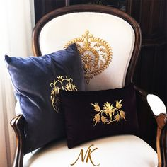 Contemporary Cushions, Modern Cushions, Designer Bed Sheets, Purple Cushions, Rustic Decorative Pillows, Pillow Embroidery, Showroom Design, Curtain Designs, Interior Exterior
