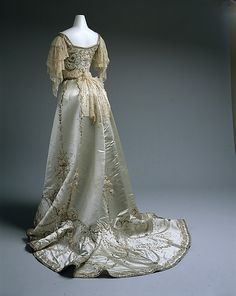 Dress (Ball Gown)  House of Worth (French, 1858–1956)  Date: 1900–1905 Culture: French Medium: silk, cotton, metallic thread, glass, metal Dimensions: Length (from shoulder): 16 1/4 in. (41.3 cm) Credit Line: Gift of Mrs. Walter H. Page, 1979