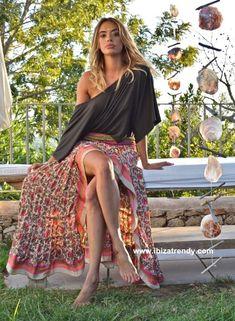 Floral print summer skirt, boho maxi skirts Moda Hippie Chic, Hippie Chic Fashion, Ibiza Fashion, Boho Chic, Women's Fashion, Maxi Skirt Boho, Gypsy Skirt, Boho Skirts, Paisley
