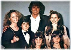 Little House On The Prairie - Cast photo - Michael Landon, Melissa Sue Anderson, Melissa Gilbert and the younger siblings Melissa Gilbert, Laura Ingalls Wilder, Melissa Sue Anderson, Ingalls Family, House Cast, House Star, Michael Landon, Child Actors, Old Tv Shows