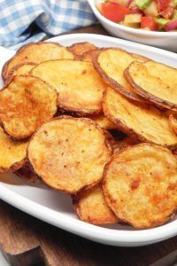 Slice Potatoes and Put Them in Baked Potato Slices, Baked Potato Oven, Oven Baked Sliced Potatoes, Potato Chips In Oven, Crispy Potatoes In Oven, Potato Spuds, Oven Baked Chips, Potato Wedges Baked, Vegetable Dishes